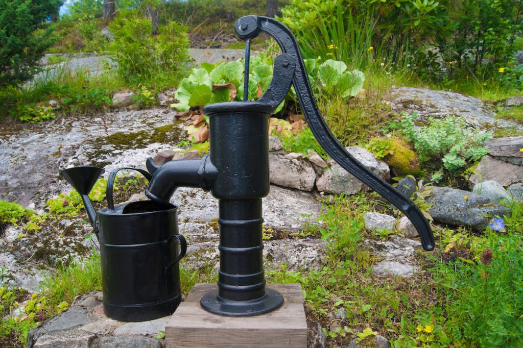 Handpumpe Wasser